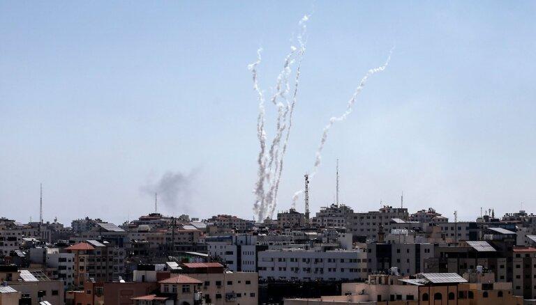 No Gazas joslas uz Izraēlu izšautas 90 raķetes