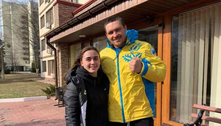 Foto: Rebeka Koha satiek savu elku Oleksandru Usiku