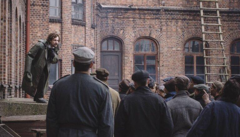 Viens no brutālākajiem gadiem Latvijas vēsturē. Vēsturnieks par filmu '1906'