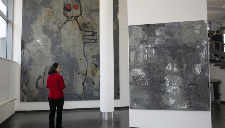 Dīvainā Aizspogulija. Recenzija par Sigitas Daugules izstādi mākslas stacijā 'Dubulti'