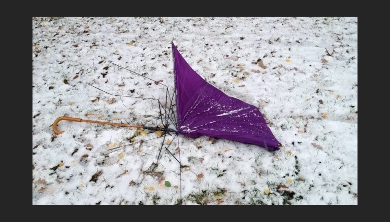 Ziņo 'Delfi Aculieciniekam' par šī rudens pirmo sniegu!