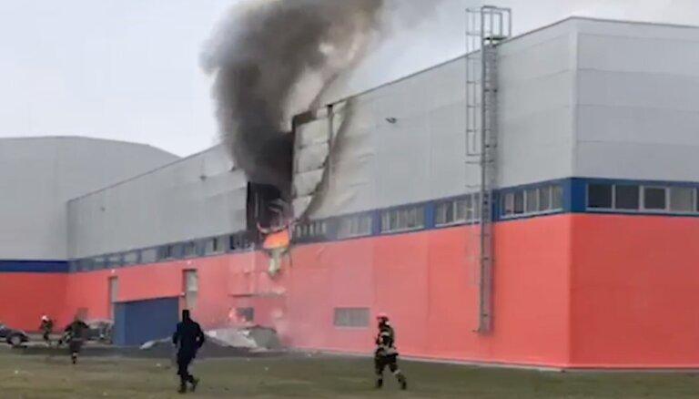 Video: Likvidēts paaugstinātas bīstamības ugunsgrēks industriālajā parkā Jelgavā (plkst.16.34)