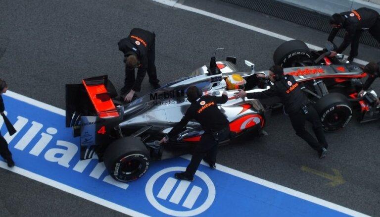 'McLaren' ātrākie pirmajā treniņā Austrālijā