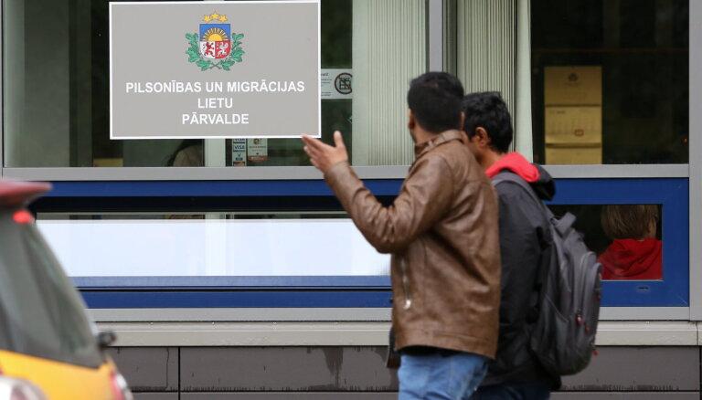 TV3: Гражданина Пакистана подозревают в торговле видами на жительство в Латвии