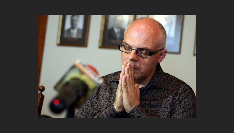 Eksministrs Ķīlis 'meties' teātrī – tēlos psihiatriskās slimnīcas pacientu, vēsta raidījums