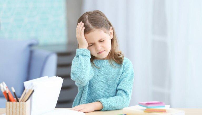 'Mammu, man ļoti sāp galva!': migrēnas pazīmes bērnam