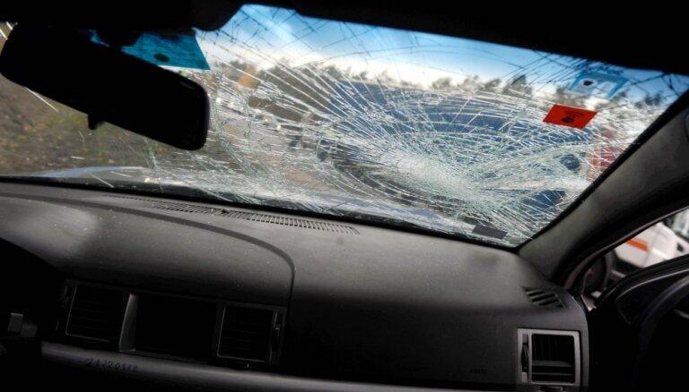 Trešdien ceļu satiksmes negadījumos bojā gājuši divi cilvēki