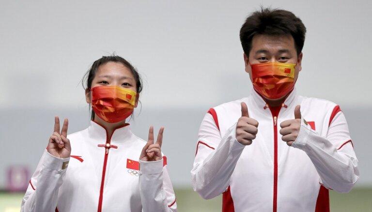Ķīna uzvar pirmajās olimpisko spēļu jaukto komandu sacensībās šaušanā