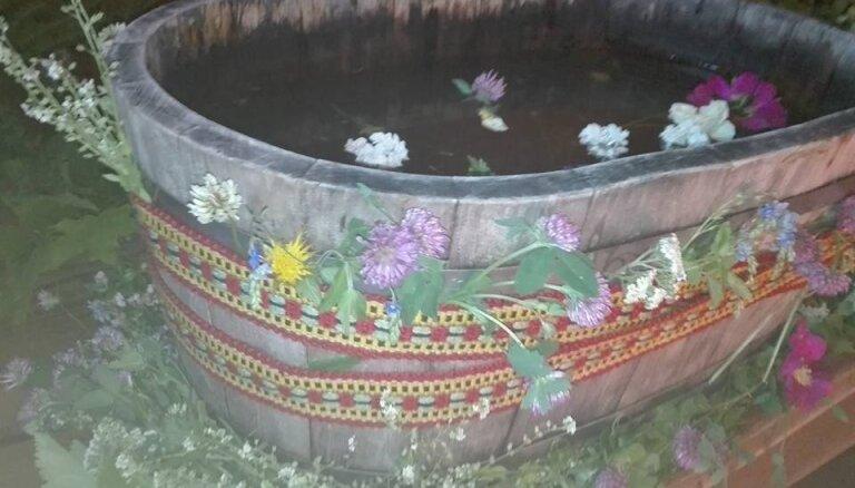 Vasaras saulgrieži – jādodas dabā lasīt augus īpašai bērna vanniņai
