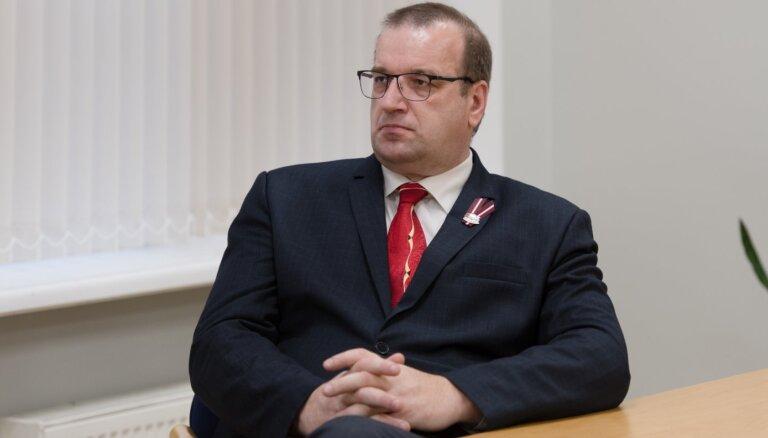 'Politiskā staigāšana' pirms vēlēšanām nav nekas unikāls, norāda Možvillo