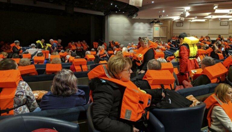 Pārtraukta 'Viking Sky' kuģa evakuācija