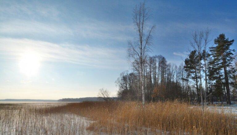 Izbūvēta dabas taka, kas ved gar Usmas ezeru