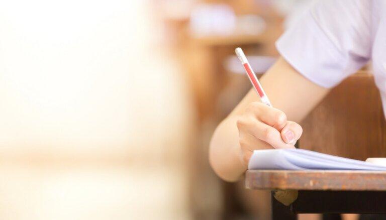 Akadēmisko gadu nesteidz ņemt – augstskolu pārstāvji par studijām klātienē