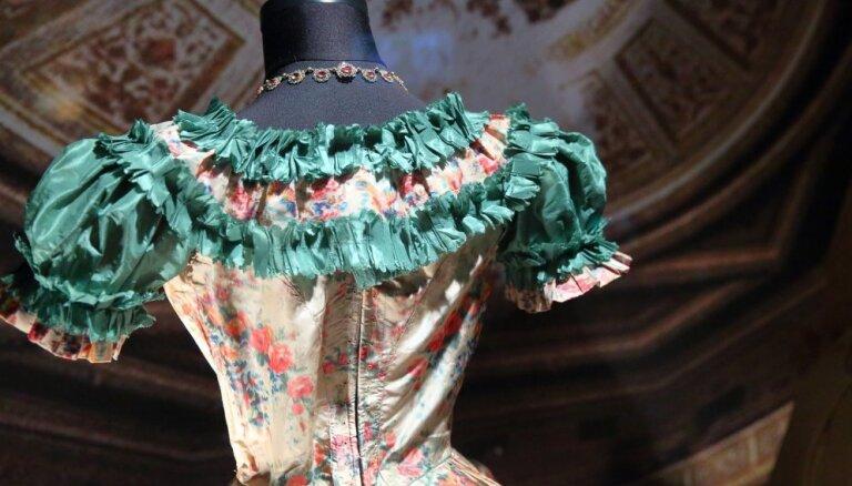 Foto: Ar trīsdesmito gadu eleganci tiek atklāts Modes muzejs Rīgā