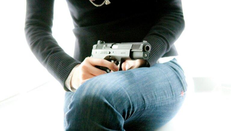 Tikt pie ieroča būs sarežģītāk; ieroču īpašniekus pārbaudīs biežāk