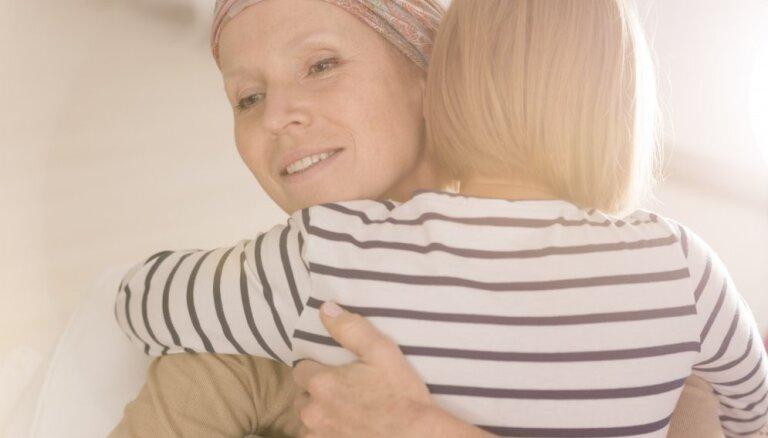 Vēža pacientus aicina pieteikties psihosociālās rehabilitācijas nometnēm
