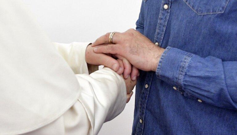 Pāvests Zaļajā ceturtdienā mazgās kājas ieslodzītajiem