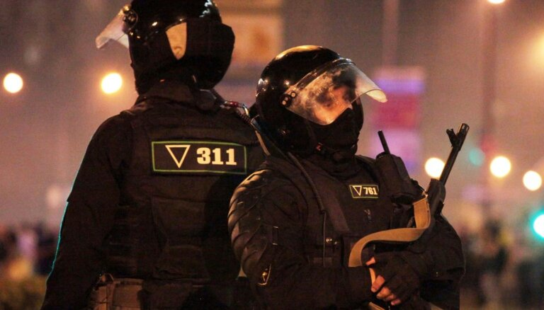 Хроника протеста в Беларуси: силовики нападают на журналистов, за двое суток — около 5000 задержанных