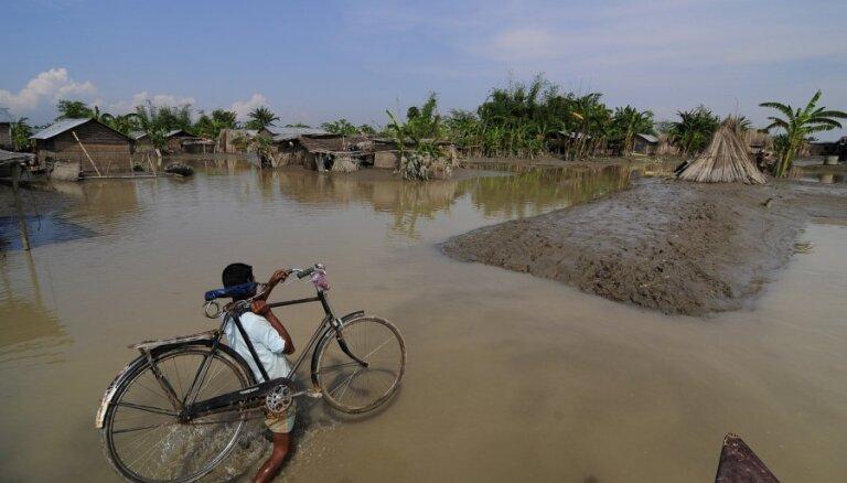 Dienvidāzijā lietavu plūdos gājuši bojā 650 cilvēki
