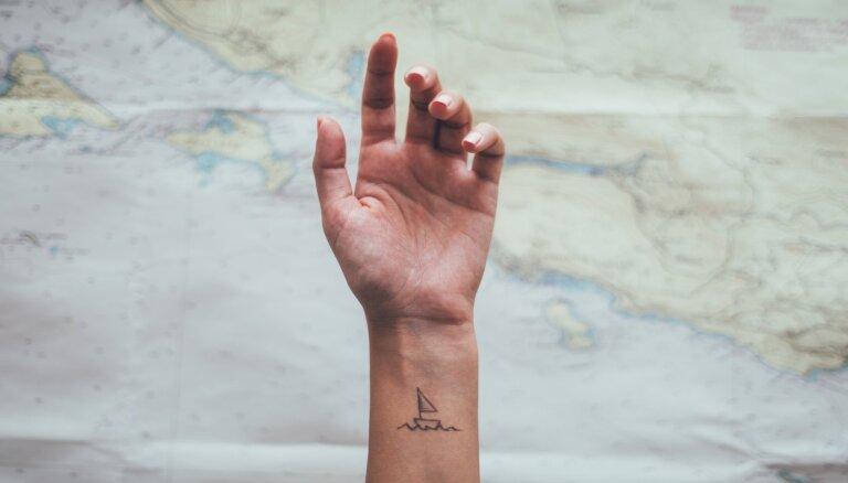 Idejas mazu tetovējumu dizainam: simboliski, neuzkrītoši un krāsaini
