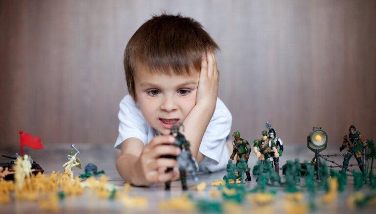 Četras 'sliktas' spēles, kuras bērni ne tikai drīkst spēlēt, bet tās pat ir ieteicamas