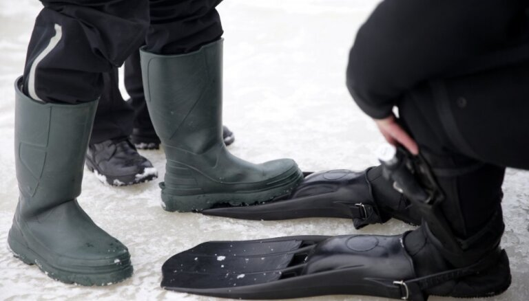 ВИДЕО: спасатели достали провалившуюся под лед Кишезерса женщину