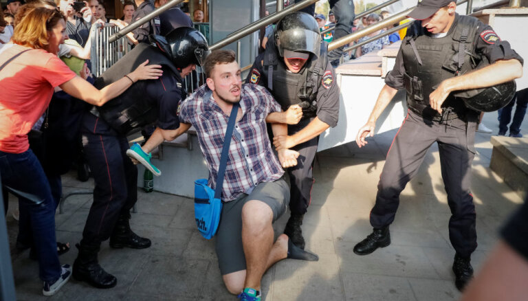 В России сторонники Навального устроили акции протеста: десятки задержанных
