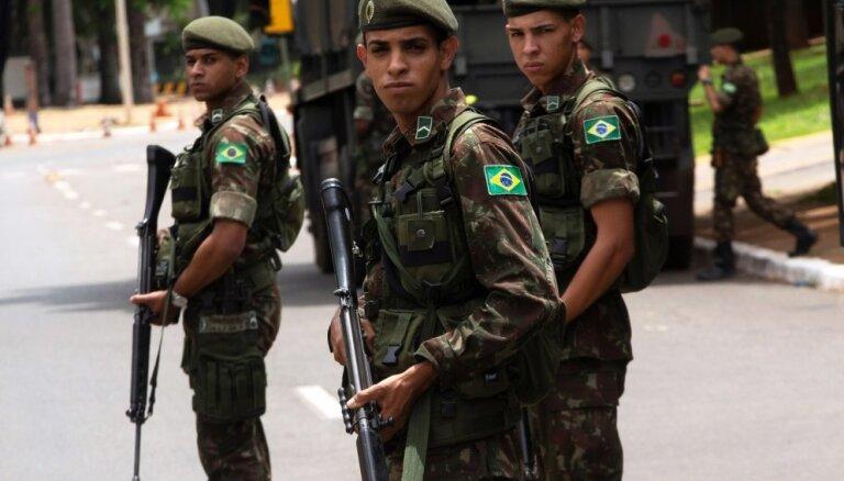 Brazīlijas pilsētā izvieto karavīrus centienos apturēt bandu uzbrukumus