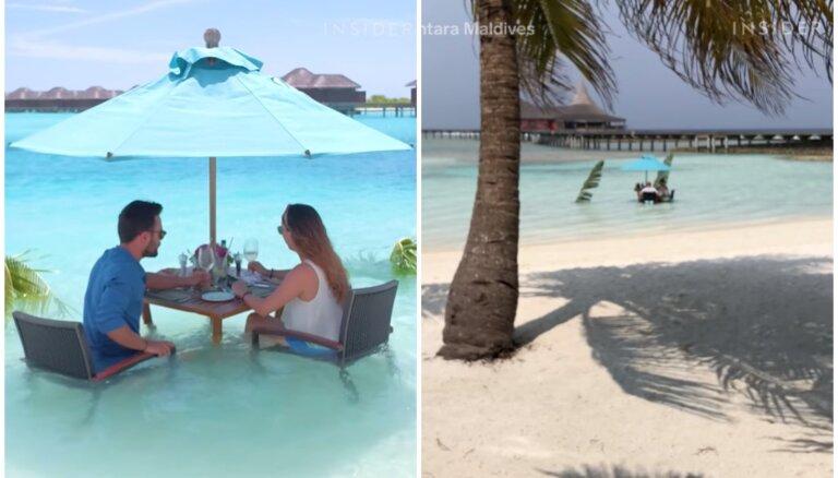 Kūrorts Maldīvu salās, kurā pusdienas pasniedz okeānā