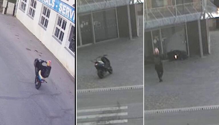 Video: Vidzemē jaunietis nokrīt no motorollera un tas ietriecas ēkas stikla durvīs