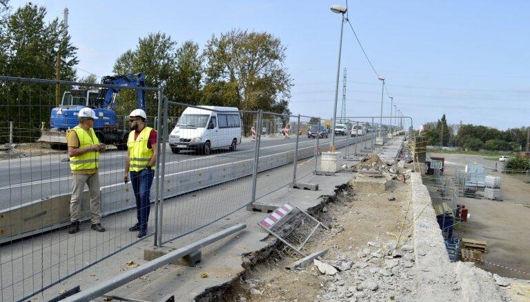 Iekšlietu ministram aizdomas par Deglava tiltam līdzīgām situācijām arī citos objektos