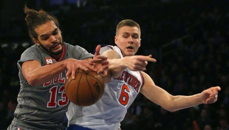 Porziņģis ar desmit punktiem palīdz 'Knicks' izcīnīt ceturto uzvaru pēc kārtas