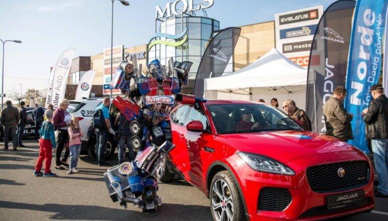 Foto: 'Latvijas Gada auto 2019' lielā testa diena pie tirdzniecības centra 'Mols'