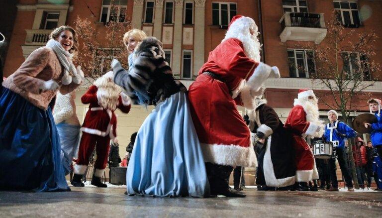 Foto: Šauļos aizvadīts lustīgs Ziemassvētku gaidīšanas festivāls