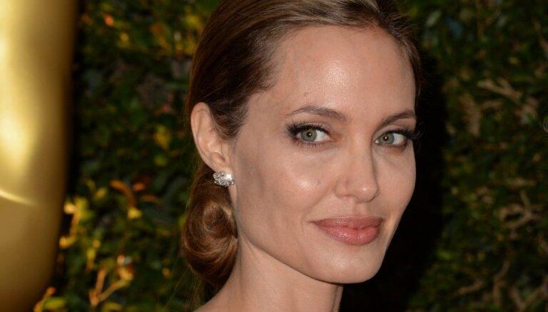 Анджелина Джоли перед операцией заморозит яйцеклетки