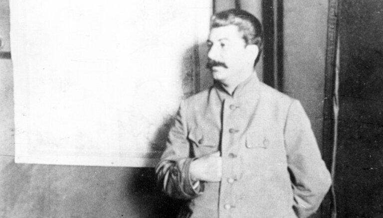 Правнук Сталина оскорблен фильмом о смерти прадеда, хотя и не видел его
