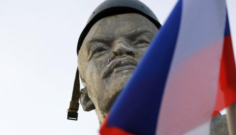 ФОТО: Памятник Ленину на Украине выставили на торги для погашения долгов по зарплате