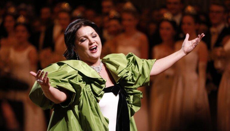 Operas zvaigzne Anna Ņetrebko ievietota slimnīcā ar Covid-19