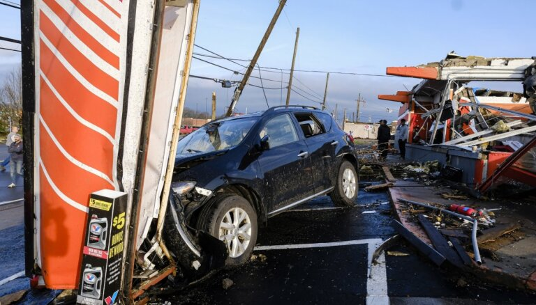 "CША: Ураган ""Лора"" ударил по Луизиане, четыре человека погибли"