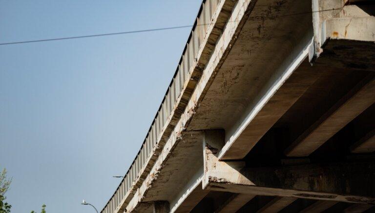 Rīgas tiltu, pārvadu un tuneļu inspekcijas ir obligātas; nestspēja – atbilstoša, paziņo Satiksmes departaments