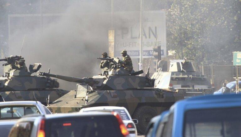 Foto: Zimbabvē pēcvēlēšanu protesti pāraug vardarbībā