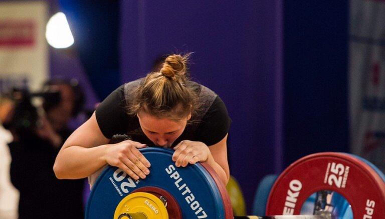 ВИДЕО: Латвийская штангистка Коха — вице-чемпионка Европы