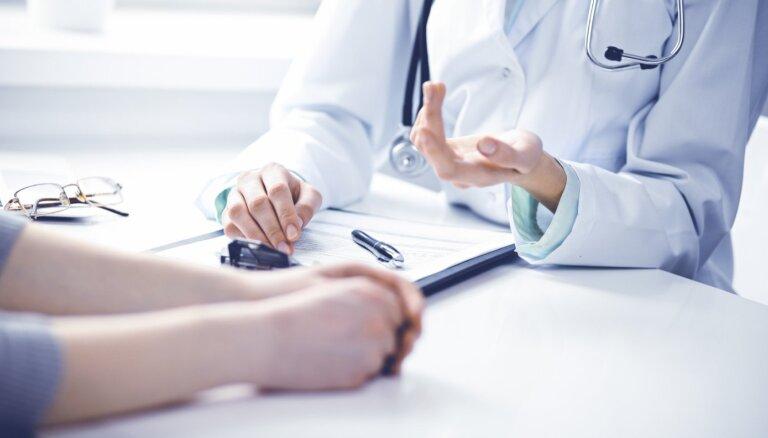 Jaunās mediķu algas: ārstniecības personām neliegs līdzšinējās piemaksas