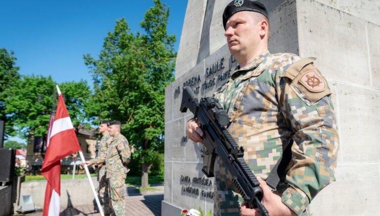 Foto: Cēsīs atzīmē Latvijas Uzvaras dienu