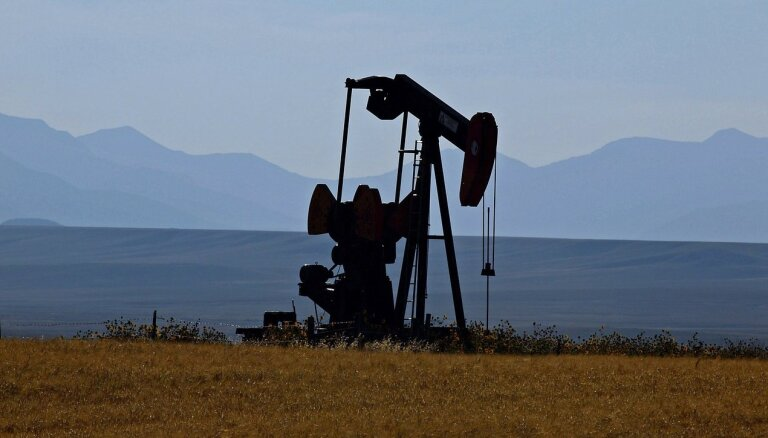 Страны ОПЕК и Россия договорились увеличить добычу нефти