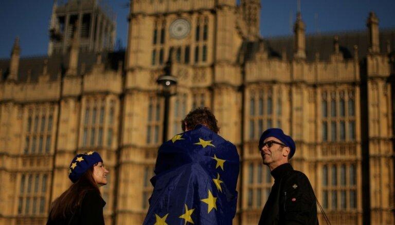 Britu parlaments noraida leiboristu papildinājumu 'Brexit' procesam