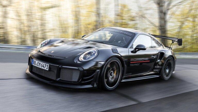700 ZS jaudīgs 'Porsche' uzstādījis jaunu rekordu Nirburgringā