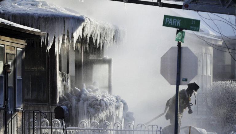 ВИДЕО. В Чикаго так холодно, что пришлось поджечь рельсы