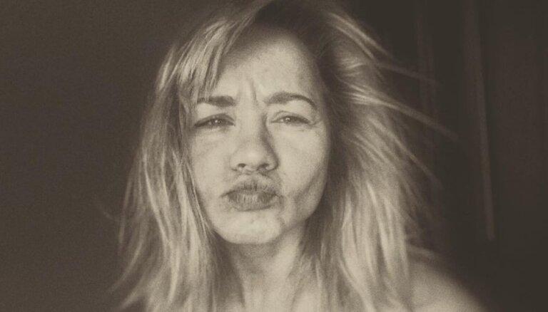 Aija Andrejeva iepriecina ar nebēdnīgu foto