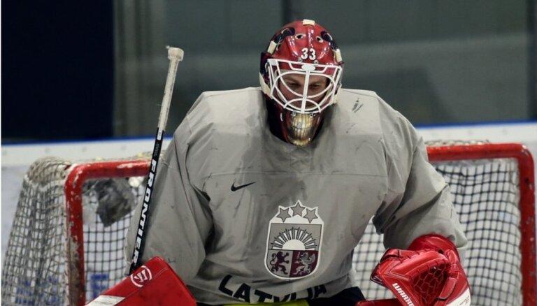 Vārtsargs Muštukovs pievienojas Francijas hokeja līgas pastarīšiem 'Scorpions'